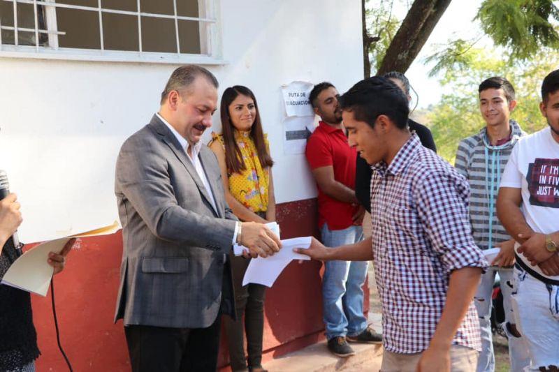 Reembolso de la Inscripción a los Alumnos de la UMB Luvianos