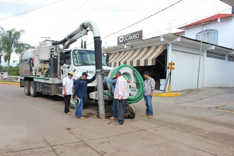 Limpieza de lineas de drenaje en el municipio de Luvianos.