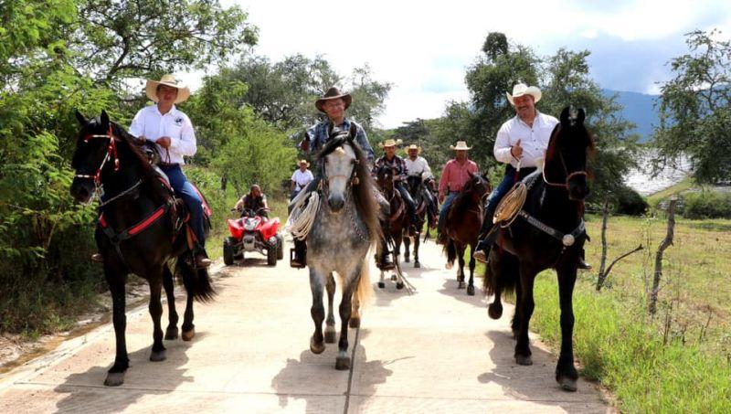 Visita del D. en D. Raymundo Edgar Martínez al Municipio de Luvianos