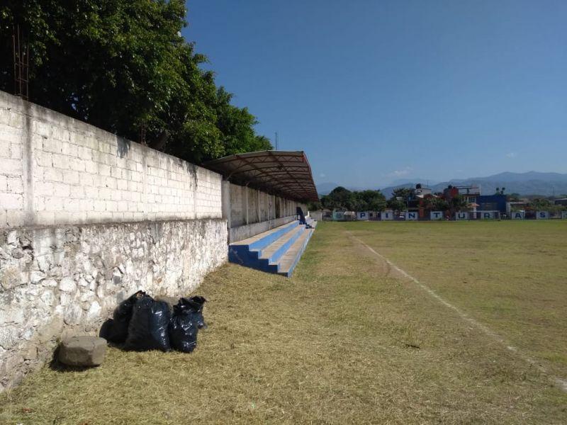 Mantenimiento al Campo Deportivo Luvianos