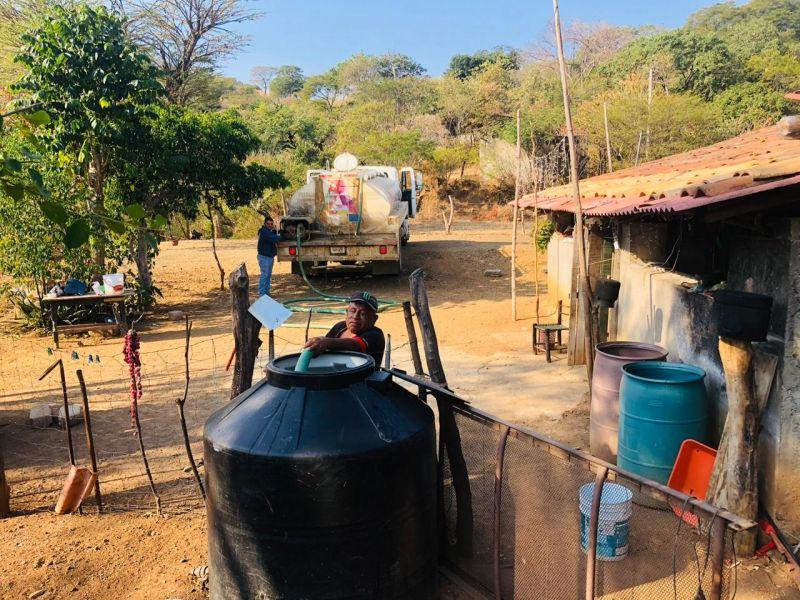Entrega de Agua Potable.
