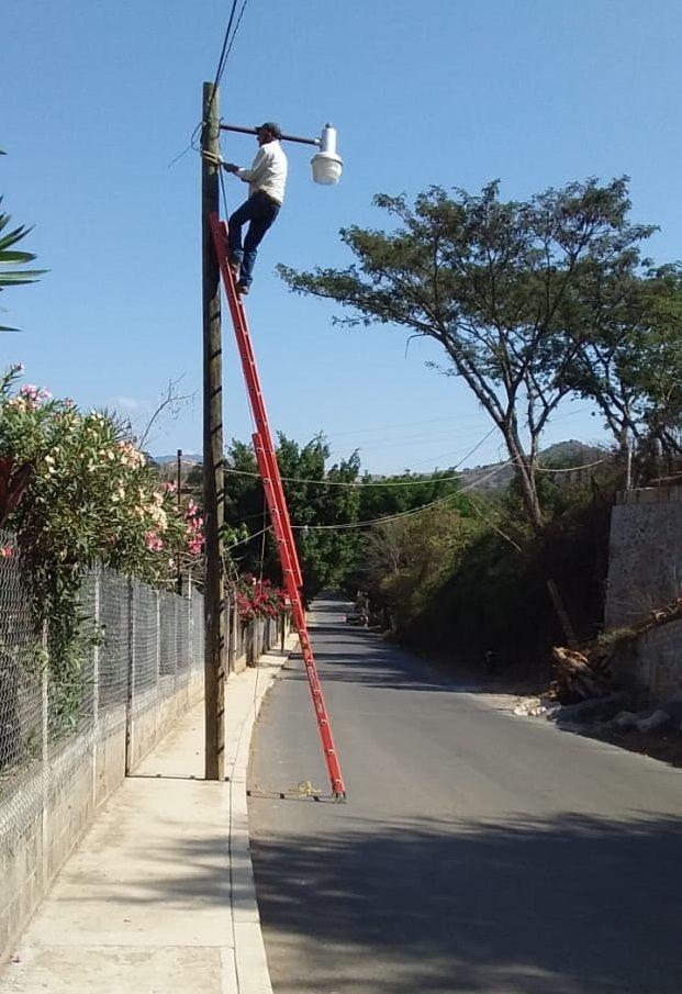 Reparación de Alumbrado Público en Caja de Agua