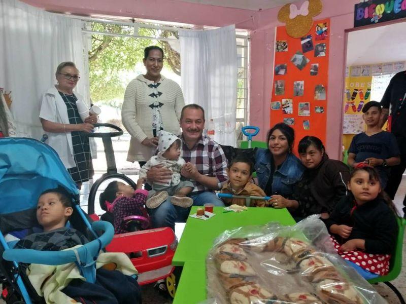 Festejo de Día de Reyes en el CAM, casa el adulto mayor y empleados de la Gasolinera.