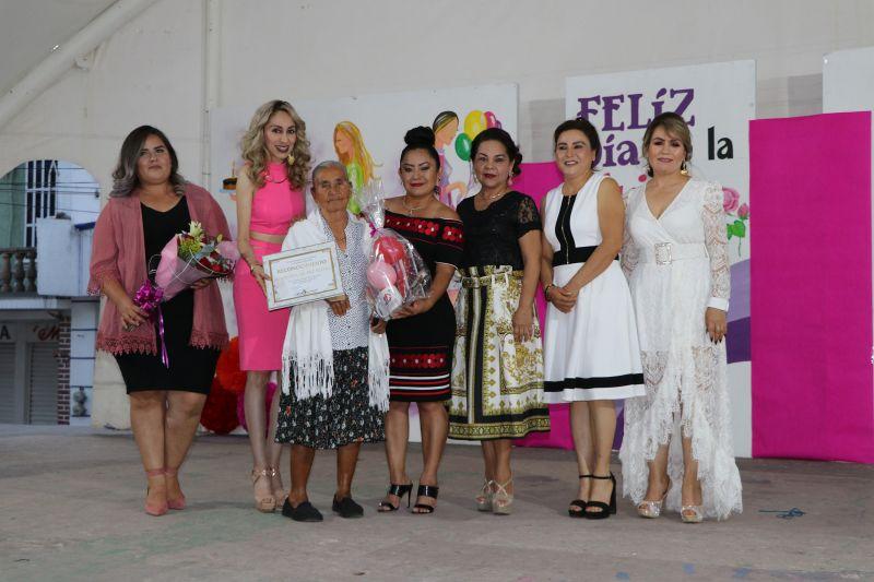 Festejo Conmemorativo al Día Internacional de la Mujer en Luvianos