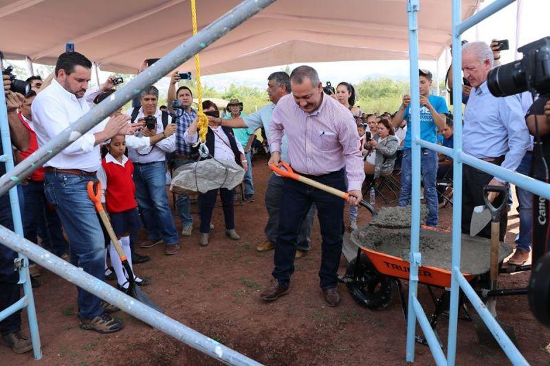 Colocación de la Primera Piedra de la Unidad Educativa Superior UMB Luvianos