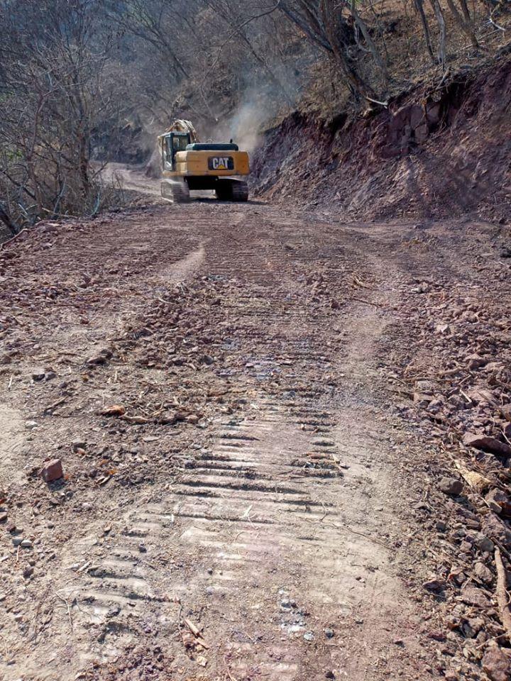 Rastreo, Nivelación y Cuneteo del camino a la comunidad de Pinzanes.