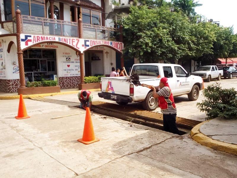 Continúa la Limpia de Coladeras y Ríos en Cabecera Municipal.