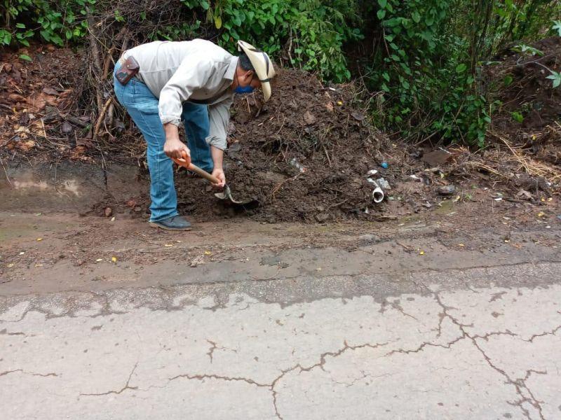 Limpieza de Cunetas de las Principales Carreteras de Luvianos.