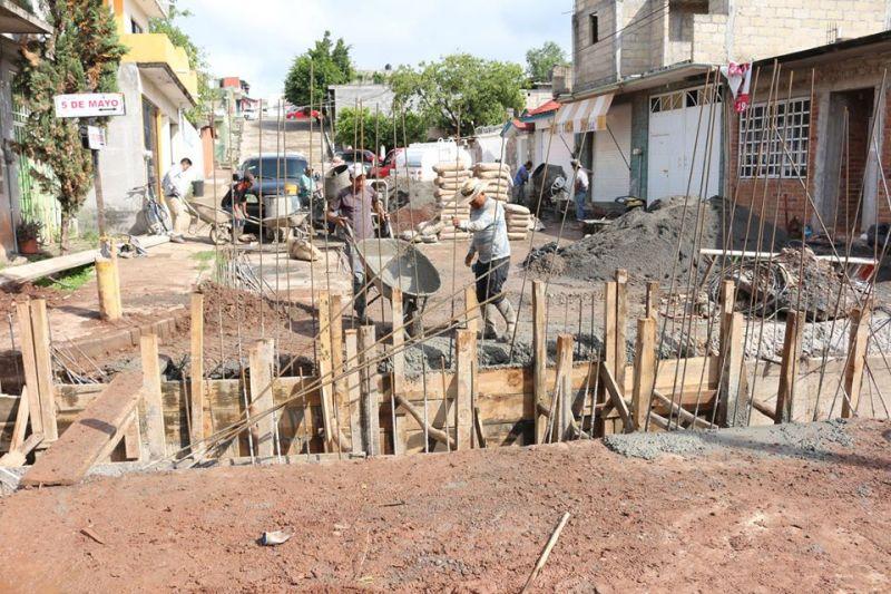 Construcción de Obra: Drenaje de Agua Pluvial Sobre la Calle 5 de Mayo.