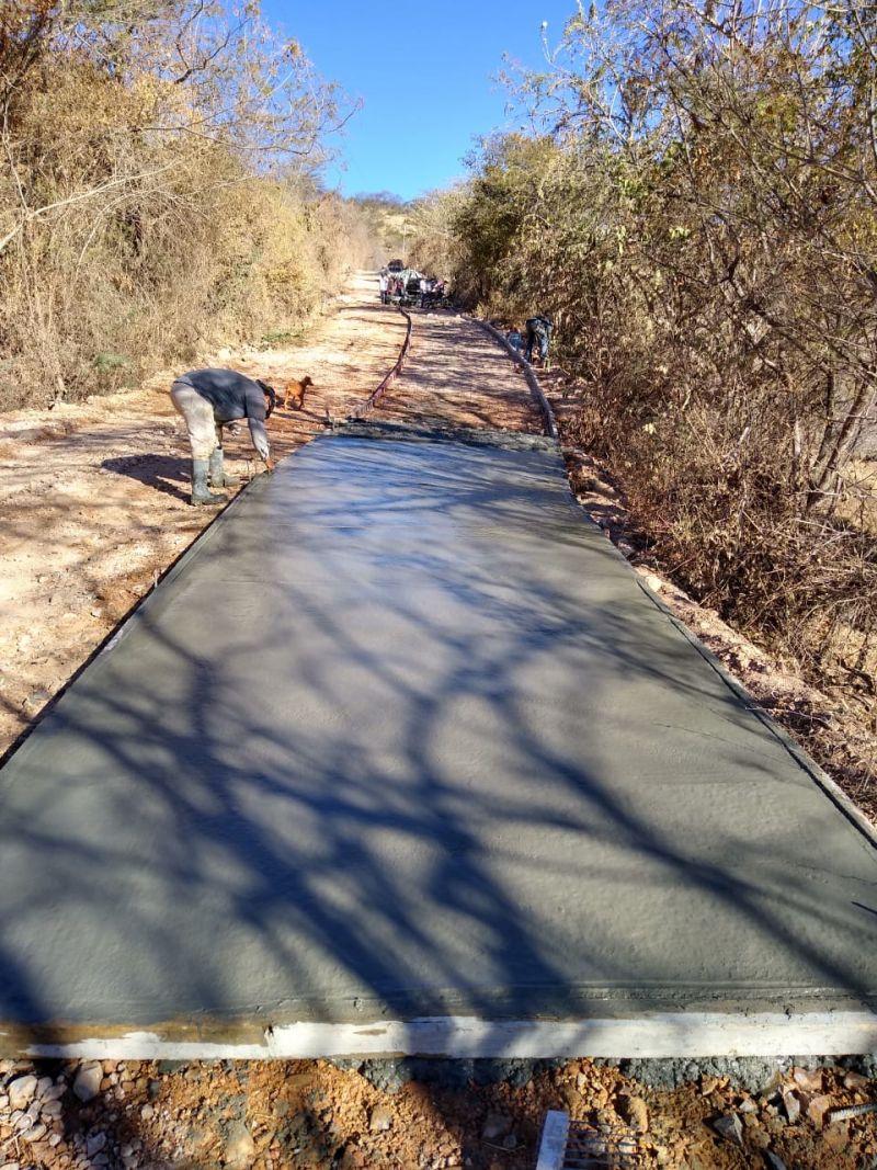 Pavimentación en la Comunidad de Piedra Colorada
